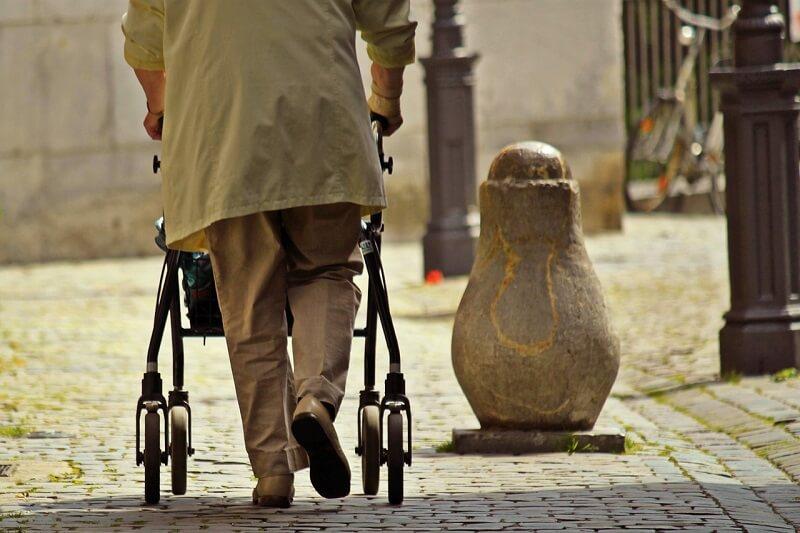 cuidados basicos ancianos